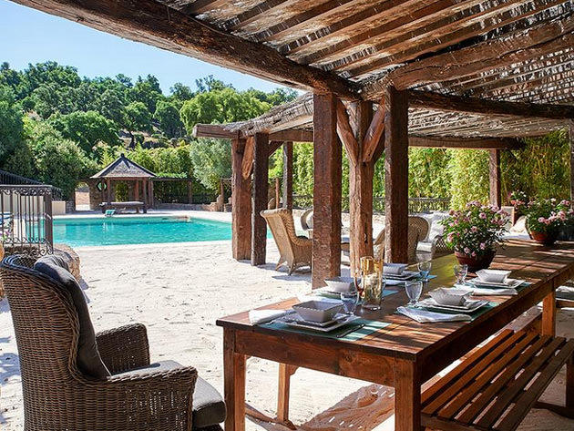 st tropez <a href='http://www.emlaktasondakika.com/haber-ara/?key=johnny+depp'>johnny depp</a> home