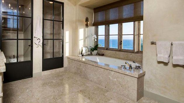 ünlülerin manzaralı banyoları