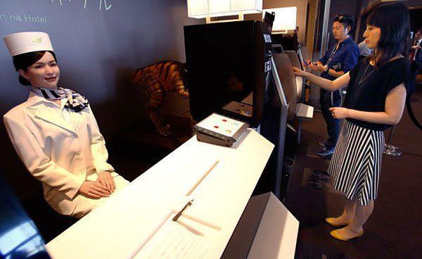 otelde çalışan robot hizmetliler