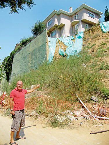 Göksu Evleri ile Tepe Sitesi arasında çöken istinat duvarı
