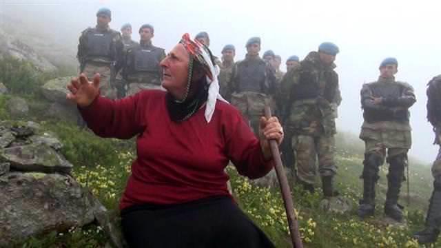 <a href='https://www.emlaktasondakika.com/haber-ara/?key=Ye%c5%9fil+Yol+Projesi'>Yeşil Yol Projesi</a>ni protesto eden karadenizli kadın