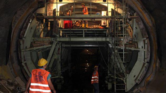 sancaktepe metrosu inşaatında çalışan işçiler