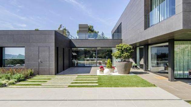 Arda Turan Barcelona'daki evinin bahçesi