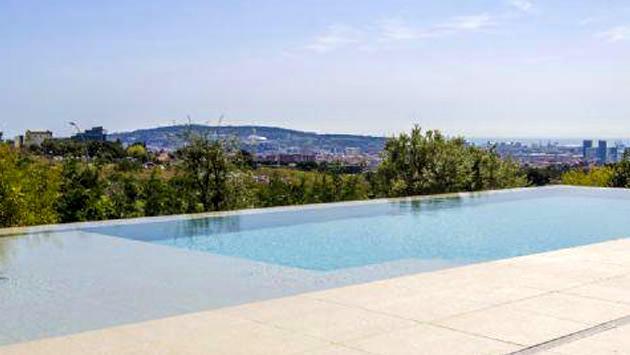 Arda Turan'ın Barcelona'daki evinin havuzu
