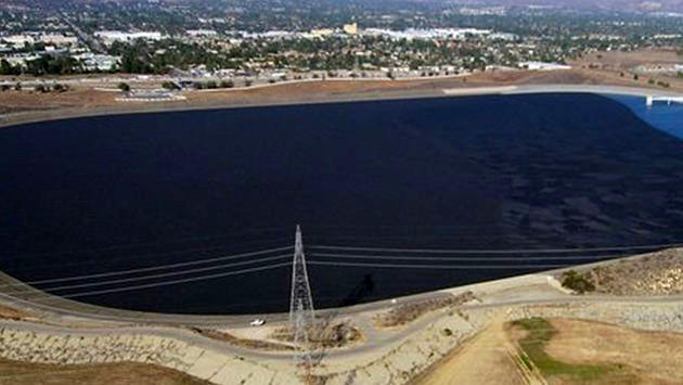Los Angeles Sylmar Barajı'na 96 milyon plastik top bırakıldı