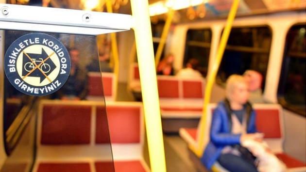 izmir metrosunda bisiklet uyarısı