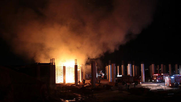 Eskişehir'de inşaat halindeki fabrikada çıkan <a href='https://www.emlaktasondakika.com/haber-ara/?key=yang%c4%b1n'>yangın</a>