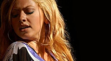 Hadise Büyükçekmece Konseri'nde 40 bin kişiyi coşturdu!