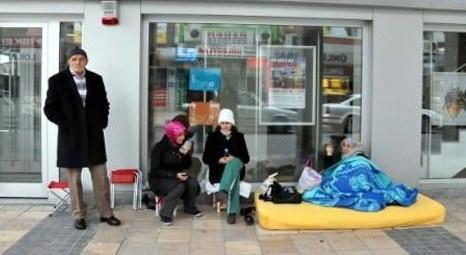 TOKİ Kayseri'de satışa çıkan konutlar için banka önünde yatanlar evlerini teslim aldı!