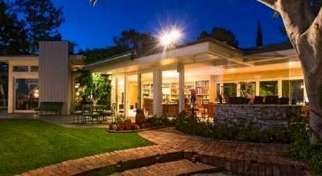 Elvis Presley'nin Beverly Hills'teki malikanesi 9.8 milyon dolara alıcı buldu!