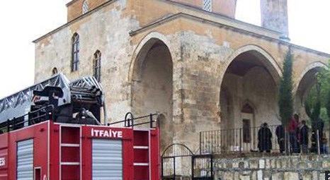 Adıyaman Besni'deki Kurşunlu Camisi'nde yangın çıktı!