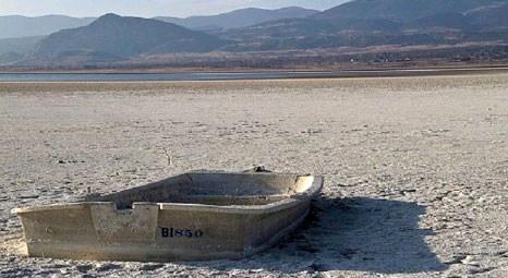 Burdur Gölü su seviyesi 12 metre düştüğü için kuruyor!