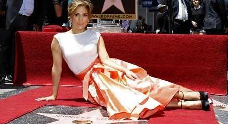 Jennifer Lopez, Şöhretler Kaldırımı'ndaki yıldızına kavuştu!