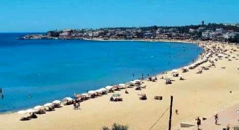 Didim'de tatilciler Altınkum sahilini doldurdu