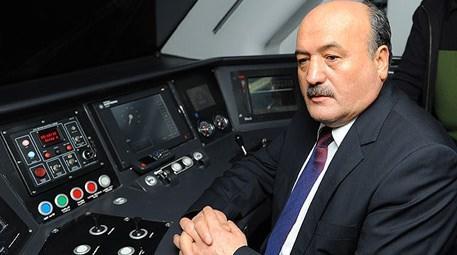 TCDD Genel Müdürü Süleyman Karaman, Ankara-İstanbul YHT'de test sürüşü yaparken