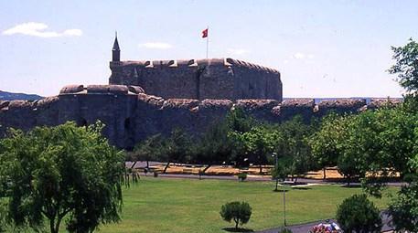 Fatih Sultan Mehmet'in yaptırdığı Çimenlik Kalesi yenileniyor