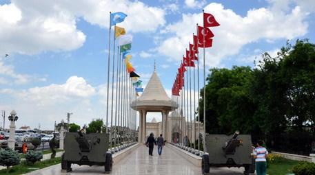 Konya'da İstiklal Harbi Şehitliği ziyaretçilerin akınına uğradı