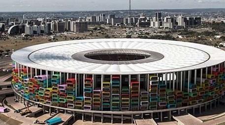 Kupa bitti, stadyumlar evsizlere ev olsun!