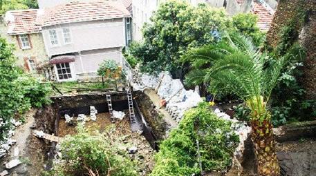 temel kazısında çöken bina