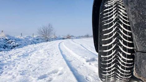 kar lastiği takan araba