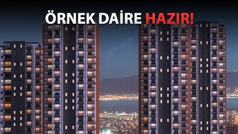 Bloklar arasından İzmir Körfezi manzarası