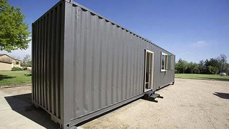 Uzun ince konteyner ev