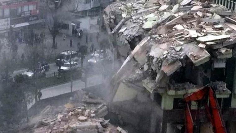 Bursa'da İller Bankası'na ait bina kendiliğinden çöktü!