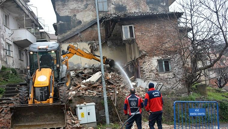 Karadeniz Ereğli metruk bina yıkımı