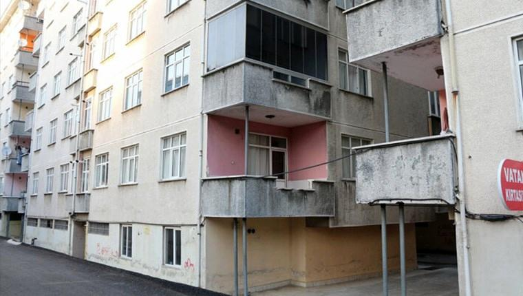 rizede yan yatan binalar