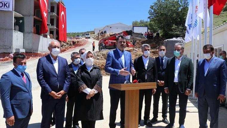 Bakan Kurum, Malatya'da deprem konutlarını inceledi
