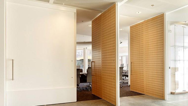 Kapılarda yeni trend tavan ve yer bağlantılı kapılar