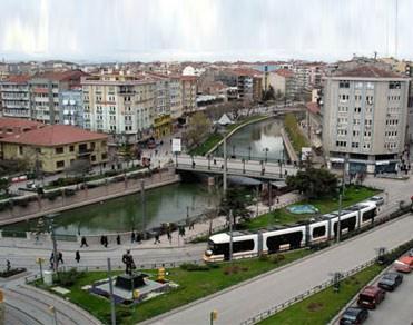 Fercan Yavuz 'Eskişehir'deki yapıların yarısı kaçak'