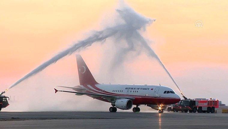 Cumhurbaşkanı Erdoğan, İstanbul Yeni Havalimanı'na ilk inişi yaptı