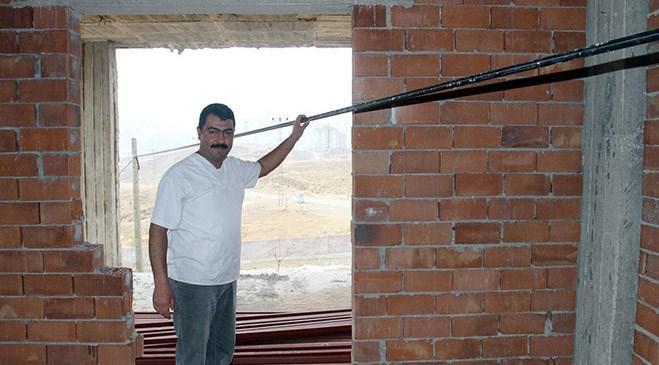 Malatya'da fiber optik kablo inşaatın içinden geçti
