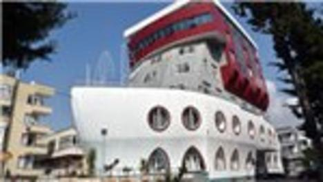 gemi şeklindeki bina