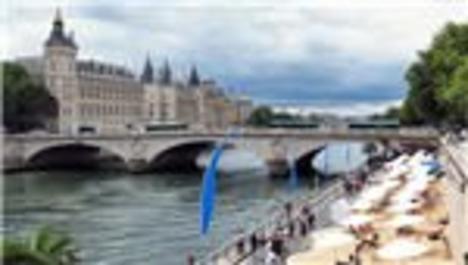Paris'de plaj keyfi