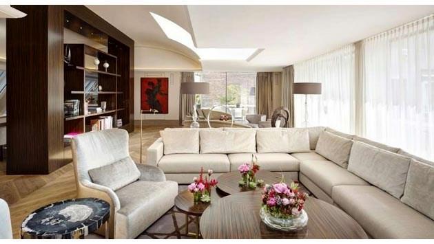 Rihanna, Viyana'da geceliği 21 bin dolara oda kiraladı!