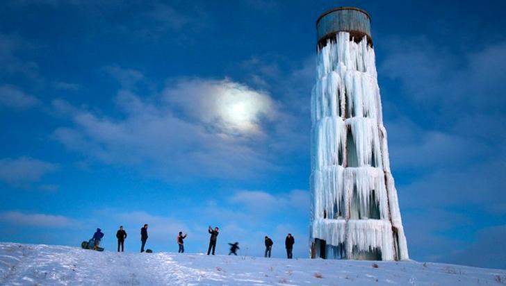 buz kulesi ile insanlar