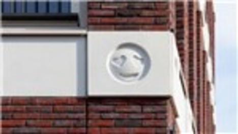 Amsterdam'da binanın cephesi emojilerle donatıldı!