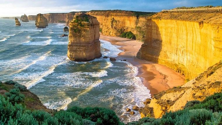 12 Havari Kayalıkları, Avustralya