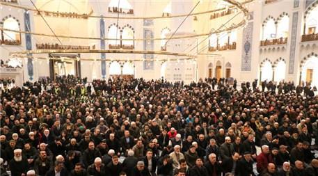 Çamlıca Camisi sabah ezanıyla ibadete açıldı