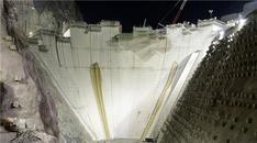 Yusufeli Barajı inşaatının etkileyici gece görünümü