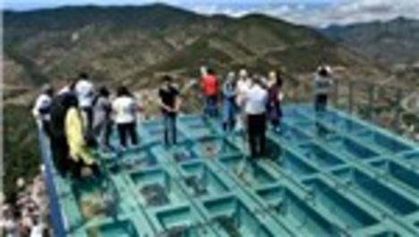 Turistler Torul Kalesi Cam Seyir Terası'na akın ediyor