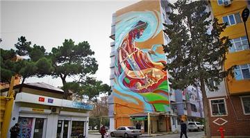 Bakü'nün binaları rengarenk resimlerle süslendi
