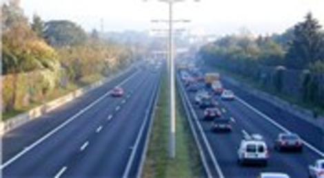 Tatilciler TEM yolunu trafiğe kapattı
