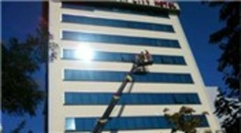 Singapur'da yüksek binalarda cam silmeye sınırlama getirildi!