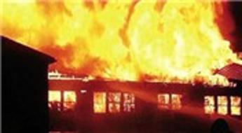 Çin Tianjin'deki bir AVM'de yangın çıktı!