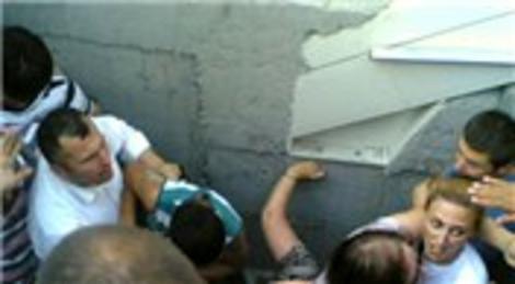 Avcılar metrobüs hat çalışmasında durak çöktü!