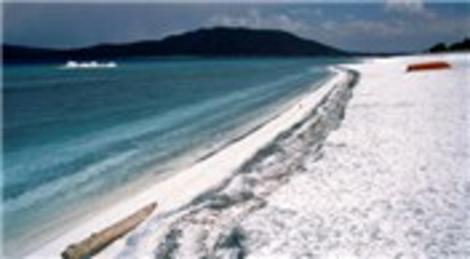 Burdur Yeşilova'daki Salda Gölü, beyaz kumsalıyla Mars'a benziyor!