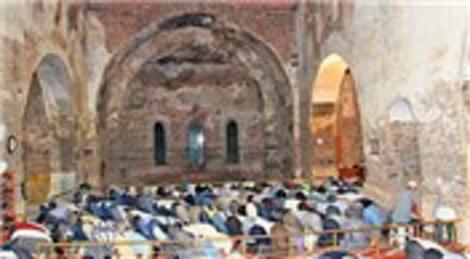 İznik Ayasofya Camii'nde 91 yıl sonra teravih namazı kılındı!